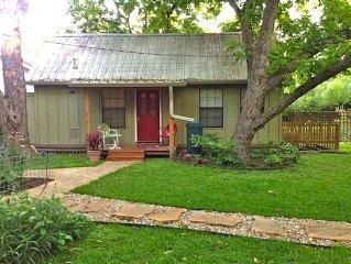 Private Quaint Backyard Cottage
