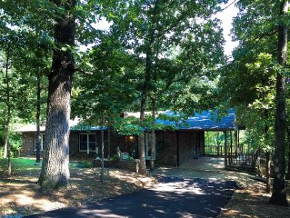 Ozark Stone House - secluded and quiet yet close to town