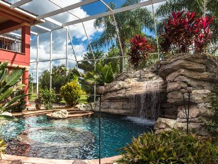 Luxury Estate close to Disney World & Legoland, Outdoor pool w/ screen-in cover!