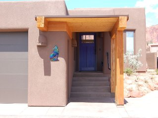 Low summer time rate 2pools available! Serene desert gateaway.