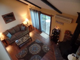 RENOVATED&IMMACULATE! CAMELBACK, 2 min to slopes- SKI IN/OUT,Casino,Outlets,FUN