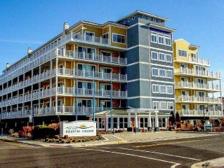 Coastal Colors - Newly Renovated Upscale Corner Unit On Beach Block