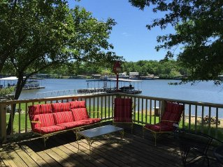 Spacious 3 Bedroom House Right on the Lake!