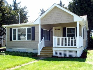 Remodeled Clinton 2 BR/1 Bath Shore Cottage, Walk To Private Beach