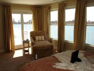 Luxury house on water with 4 decks amazing view * spa like with sauna!