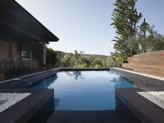 Secluded Mountain-View Modern Cottage with Private Pool - Close to Everything!