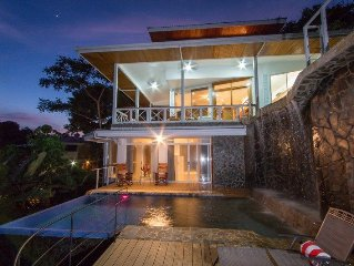 Two level pool with Ocean/Mountain Views, sleeps 10 with optional apartment