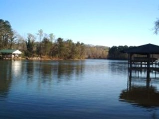 Beautiful Lakefront Home with Large Covered Dock, Hottub, Boat Ramp, AT&T WiFi