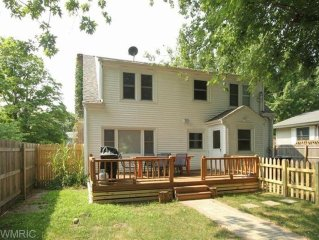 Lovely Lake House And Getaway Destination, Minutes From The Beach And Downtown!