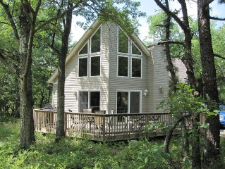 New Beautiful Pocono Chalet, Private Wooded Lot.