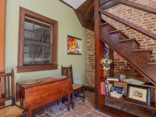 Romantic Carriage House near Columbia Square--Reserved Parking, Walk Everywhere