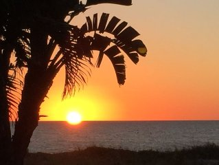 SPECIAL Reduced Summer Rates - Just Posted - Direct Beach Front Corner Unit