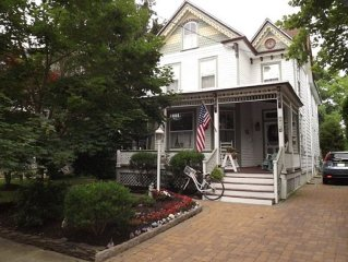 Beautiful 5 Br Victorian Home - Walk To Everythin