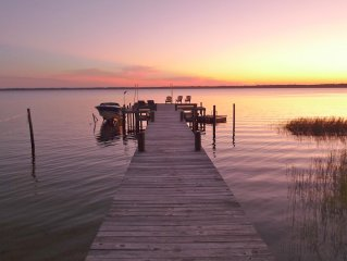 Old Florida Sunsets Delights at Lake House retreat with spectacular beach & dock