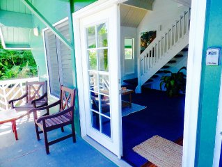 Cozy Cottage, 2 BR 2 Bathroom, Just steps from the beach with Pool