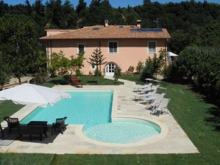 Total Relaxation in Tuscany. Newly remodeled with pool and tennis. Sleeps max 8