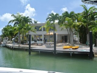 Water Front 3/3 Family and Boat Friendly Home, Great Views