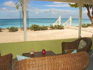 Fantastic Beachfront - 2 bedroom - Walk to town and restaurants