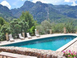 Wonderful villa with gorgeous pool and gardens in Fornalutx. Free wifi.