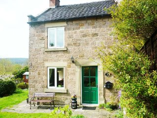 A Pretty Stone cottage, ideal for visiting Derbyshire Dales/White Peak area