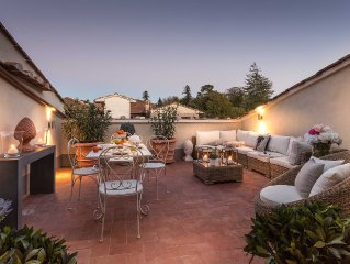 CASA LAURA UNWIND YOURSELF ON A LUXURY TERRACE IN LUCCA TOWN