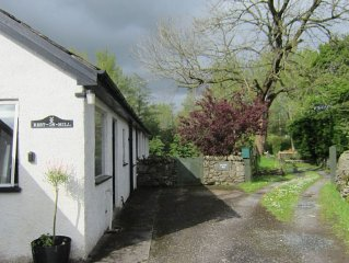 Cosy Lakeland Cottage with WiFi. Pets welcome at no extra cost.