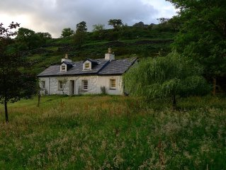Superbly Renovated Historic 3 Bedroom Cottage In Llanberis Pass - Views Snowdon
