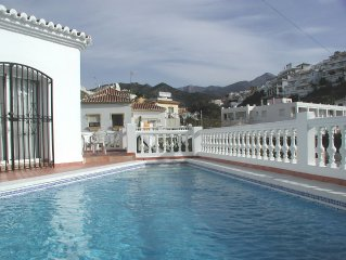 Townhouse villa with private pool and air con, within view of Burriana Beach