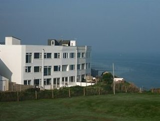 Queen Mary House: Very large holiday home with superb sea views