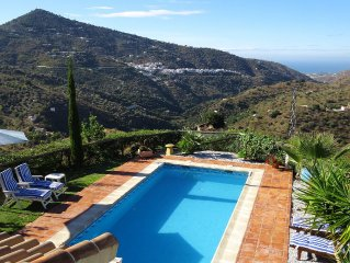Villa near Sayalonga in a peaceful location, stunning views, private pool & WiFi