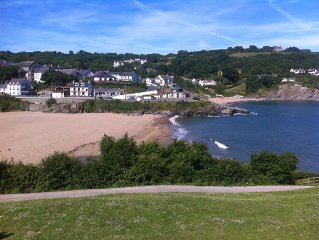 Cosy cottage, central village location and 5 minutes walk to the beach