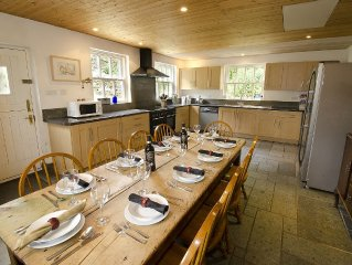 Traditional Pet and Family Friendly Lakeland Cottage Sleeping Up To 10 People