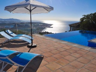 Villa with 4 bedrooms, Jacuzzi, swimming pool, sauna and wonderful views