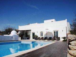 Maison typique a flanc de colline, vue mer, piscine privee, jardin clos