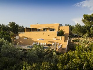 Detached house with private pool, situated among olive trees