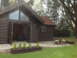 Cosy, stylish detached lodge, ideal for a romantic retreat with woodburner