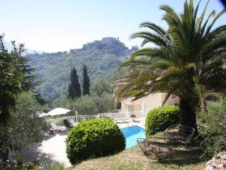 Villa très calme, idéalement située avec vue panoramique!