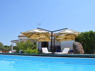 Villa Mirta: piscina e giardino 3km dal mare nature,Wi-Fi,swimming-pool barbecue