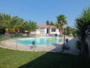 Villa bord de mer piscine jardin ombragé (pool/garden/sun/sea)