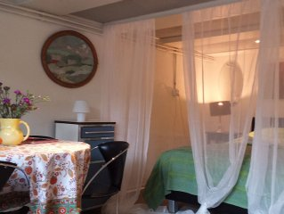 Studio apartment in old centre of Amsterdam, cana