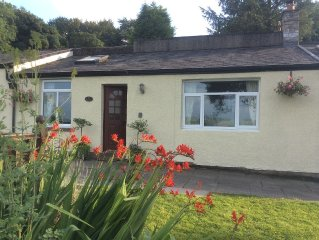 Cosy cottage in rural location, great views of the Peaks, sleeps 4 plus cot