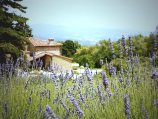 Stunning, family friendly, Tuscan farmhouse - spectacular views and private pool