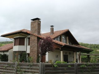 Individual villa with private pool and bar area. Valley area in Soria