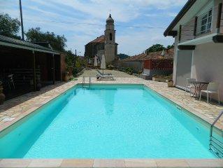 Appartamento in villetta con giardino e piscina a pochi minuti di auto dal mare
