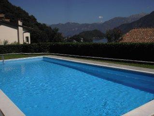 VUE IMPRENABLE SUR LE LAC : appartement moderne et lumineux , balcon et piscine