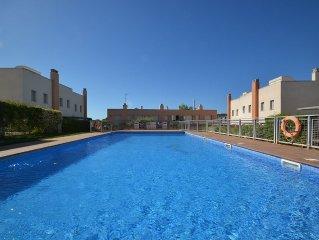 Villa de estanding climatizada - jardin privado y piscina comunitaria.