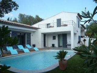 Villa standing neuve ,100m plage, Deco soignee, grand jardin, 4 chambres,3 sdb