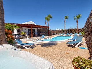 Detached Spacious Luxury Villa 5 Beds, 4 Baths,H/Pool,Full A/C,WIFI,BBQ,BBC1/2