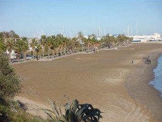 Apartamento con gran terraza muy cerca de la playa y piscina comunitaria