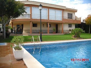 Magnificent villa in Peniscola, large pool, paddl